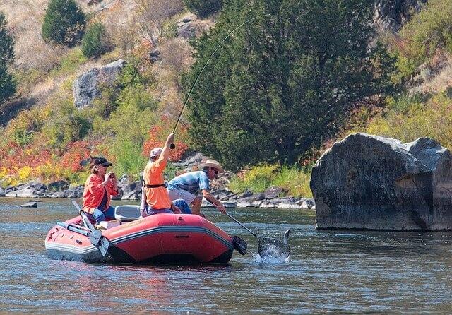 Schlauchboot-Angelausflug